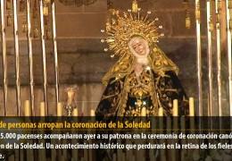 Miles de personas arropan la coronación de la Soledad