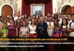 El alcalde recibe a los alumnos internacionales que estudiarán en la UEX