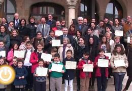 Los ganadores de los concursos de Navidad reciben sus premios