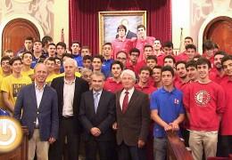 El alcalde recibe a los participantes del X Memorial Juan José Gómez y Luis Cestero