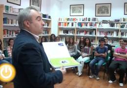 El alcalde entrega las primeras unidades de la asignatura Badajoz