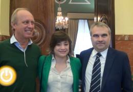 El alcalde de Badajoz recibe a la judoka Conchi Bellorín