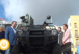 El alcalde entrega un quad al ganador del sorteo de FECIEX
