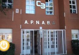 El alcalde visita las instalaciones de APNABA
