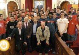 El alcalde recibe a los participantes del Memorial Juan José Gómez y Luis Cestero
