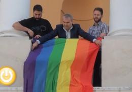 La bandera del orgullo ondea en el Ayuntamiento