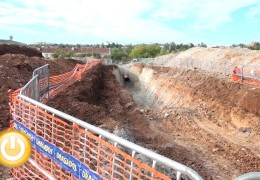 El alcalde visita las obras del nuevo colector de Suerte de Saavedra