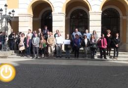 Badajoz rechaza la violencia con un minuto de silencio