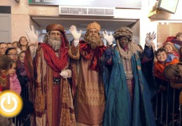 La cabalgata de los Reyes Magos desfila por Badajoz