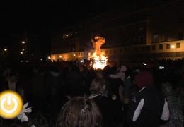 La margen derecha enciende sus candelas del Carnaval