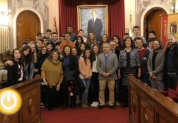 El alcalde recibe a alumnos de intercambio