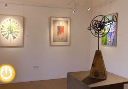 La oficina de turismo acoge la exposición 'El arte con mirada de mujer'