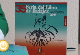 Mónica Carrillo, Megan Maxwell y Luis Alberto Cuenca, en la Feria del Libro de Badajoz