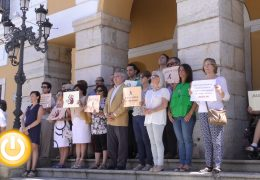 Minuto de silencio por el asesinato de una mujer en Melilla