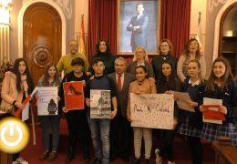 Un centenar de escolares participan en el concurso de carteles y redacción organizado por el IMSS
