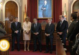 Zoido visita el Ayuntamiento de Badajoz