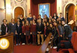 El alcalde recibe a alumnos del colegio Sagrada Familia