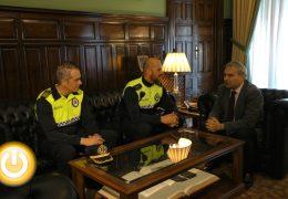 El Ayuntamiento solicitará la medalla al mérito para el agente Mario Prado