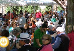 Los mayores recaudan 1.300 euros para los comedores sociales