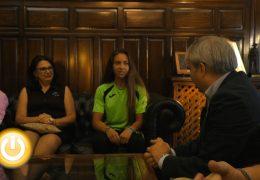 El alcalde recibe a la piragüista Belén Díaz