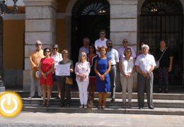 Badajoz recuerda con un minuto de silencio a las dos últimas víctimas de violencia