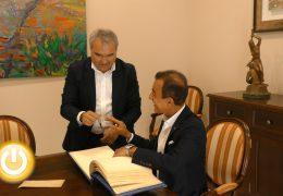 El alcalde recibe al embajador de Qatar