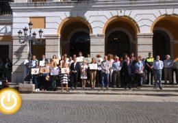 Badajoz guarda un minuto de silencio por el asesinato machista ocurrido ayer en Cartagena