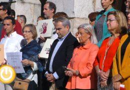 Un minuto de silencio por la mujer asesinada en Almería