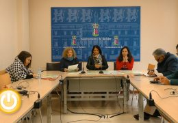 Los cuentacuentos enseñan idiomas en la Biblioteca de Santa Ana