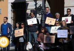 Minuto de silencio por el nuevo caso de violencia machista en Elda