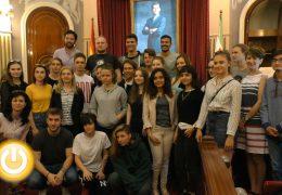 Alumnos del programa Erasmus+ visitan el Ayuntamiento
