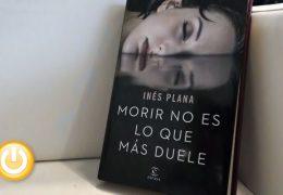 Inés Plana presentaba ayer en la Feria del libro 'Morir no es lo que más duele'