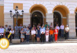 Minuto de silencio por las dos mujeres asesinadas en Granada y en Badalona