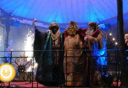 La cabalgata de Reyes llena de magia y fantasía las calles de Badajoz