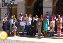 Badajoz guarda un minuto de silencio por el asesinato machista ocurrido en Torre Pacheco