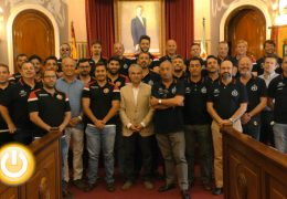 El alcalde recibe a los jugadores del Club de Rugby Badajoz