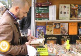 Los vinilos se incorporan a la Feria del Libro antiguo