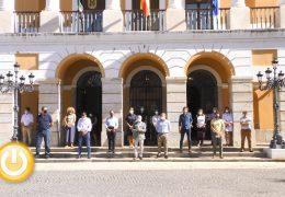 Silencio en el Consistorio pacense en memoria de la última víctima de violencia de género