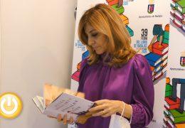 """Reyes Monforte llega a la Feria del Libro con su obra """"Postales del este"""""""