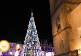 Las luces de Navidad iluminan ya las calles de Badajoz