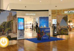 Turismo instala un punto de información en el Centro Comercial 'El Faro'