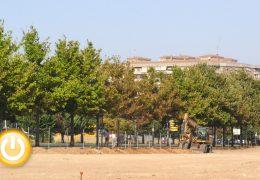 Un aparcamiento y un parque canino en Cerro del Viento