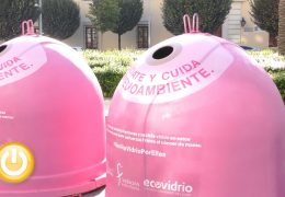 El Ayuntamiento de Badajoz y Ecovidrio presentan la campaña solidaria 'Recicla Vidrio por ellas'