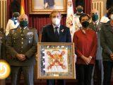 Acto de entrega de la Bandera Corónela al Ayuntamiento de Badajoz